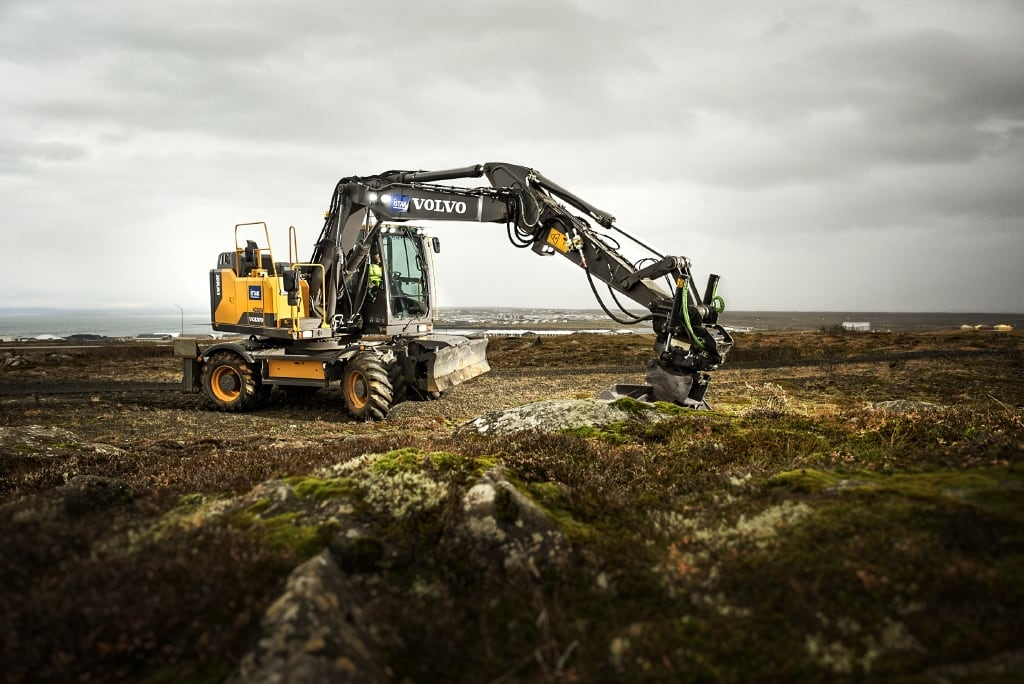 Volvo EW160 Wheeled Excavator - hero 3