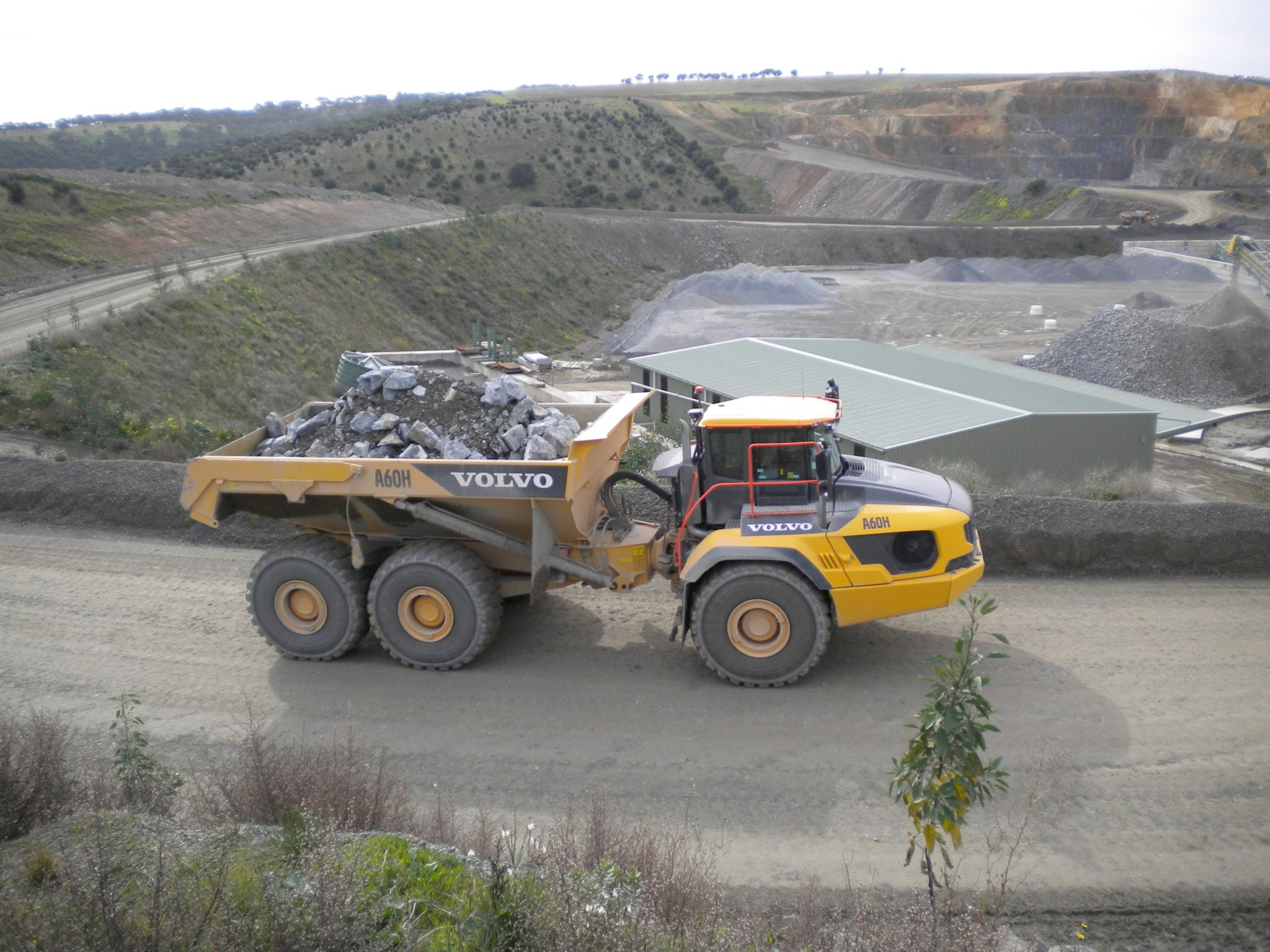 Hallett Resources Save 15% on Cost-Per-Ton with Two A60H Haulers 1