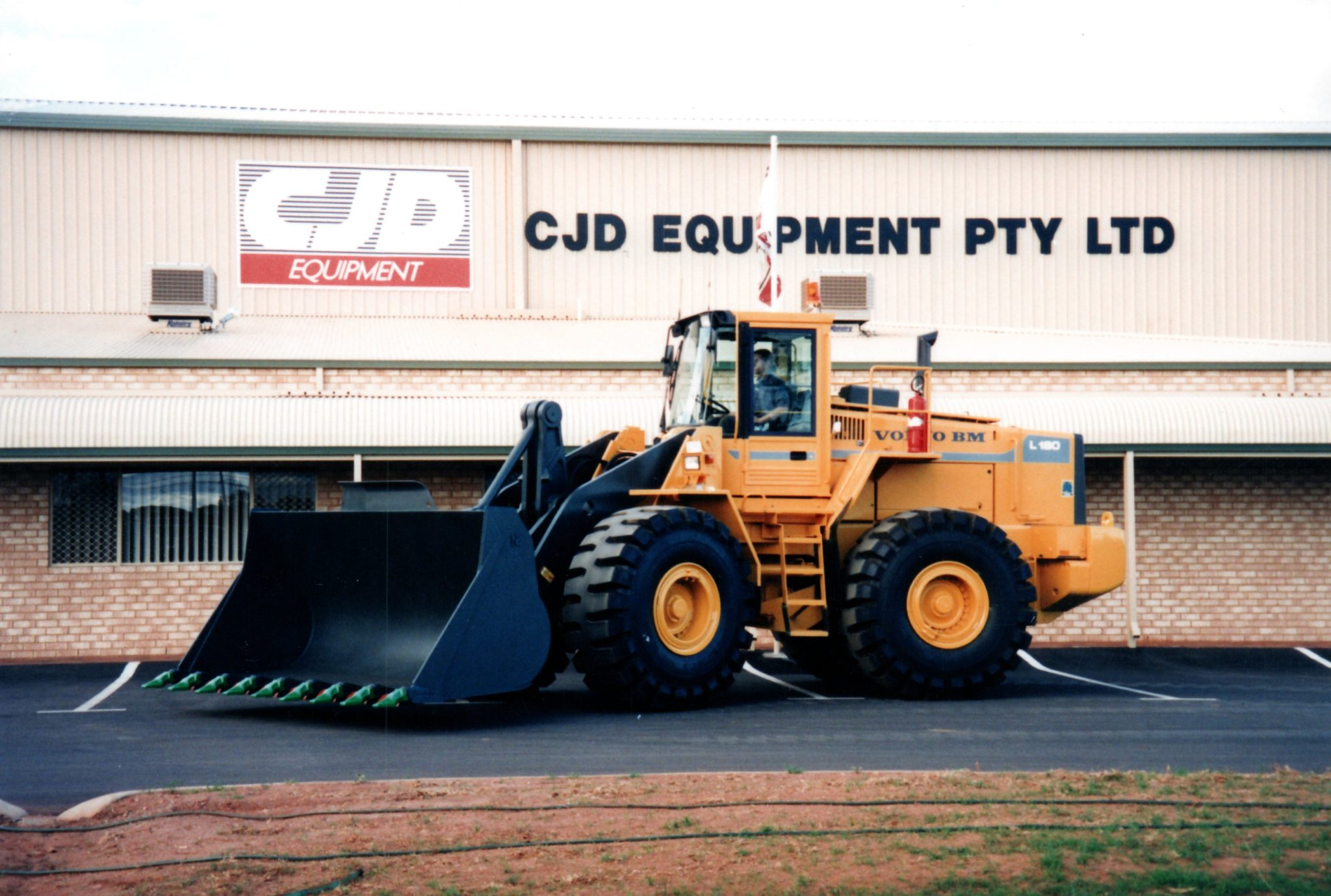 CJD Equipment Marks Quarter of a Century with Volvo CE 1