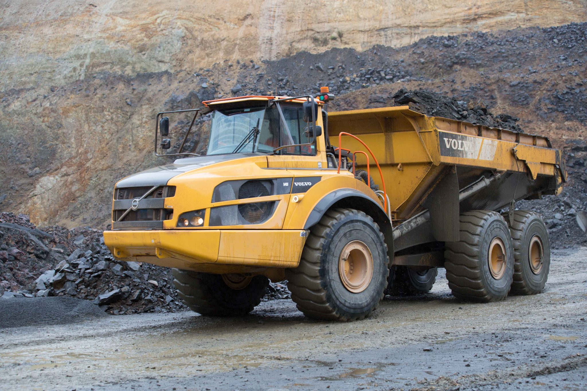 Volvo rocks it for Australia's Matthews Quarries 2