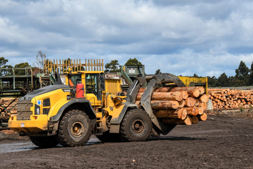 Volvo L220H and L180G wheel loaders - Operator Review 5