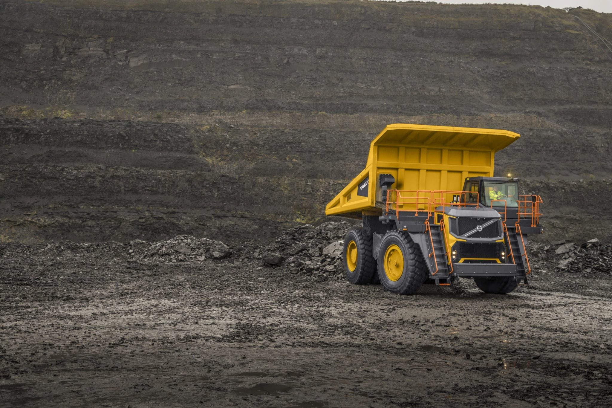 Volvo-Dynamic-Shift-CJD-Rigid-Hauler-Volvo-R100E-12