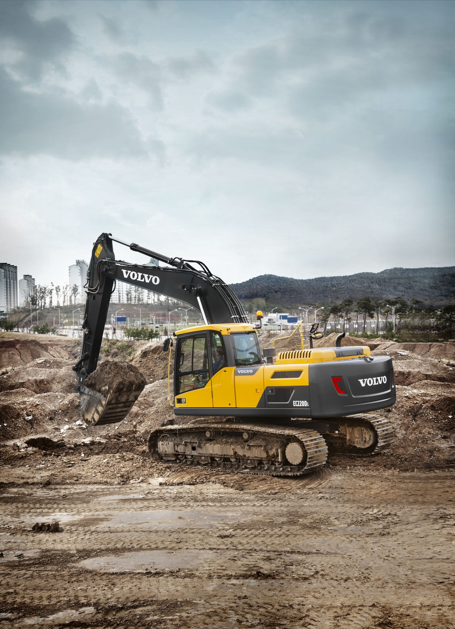 High Performance, Low Fuel Consumption - The Volvo EC220D Excavator 12