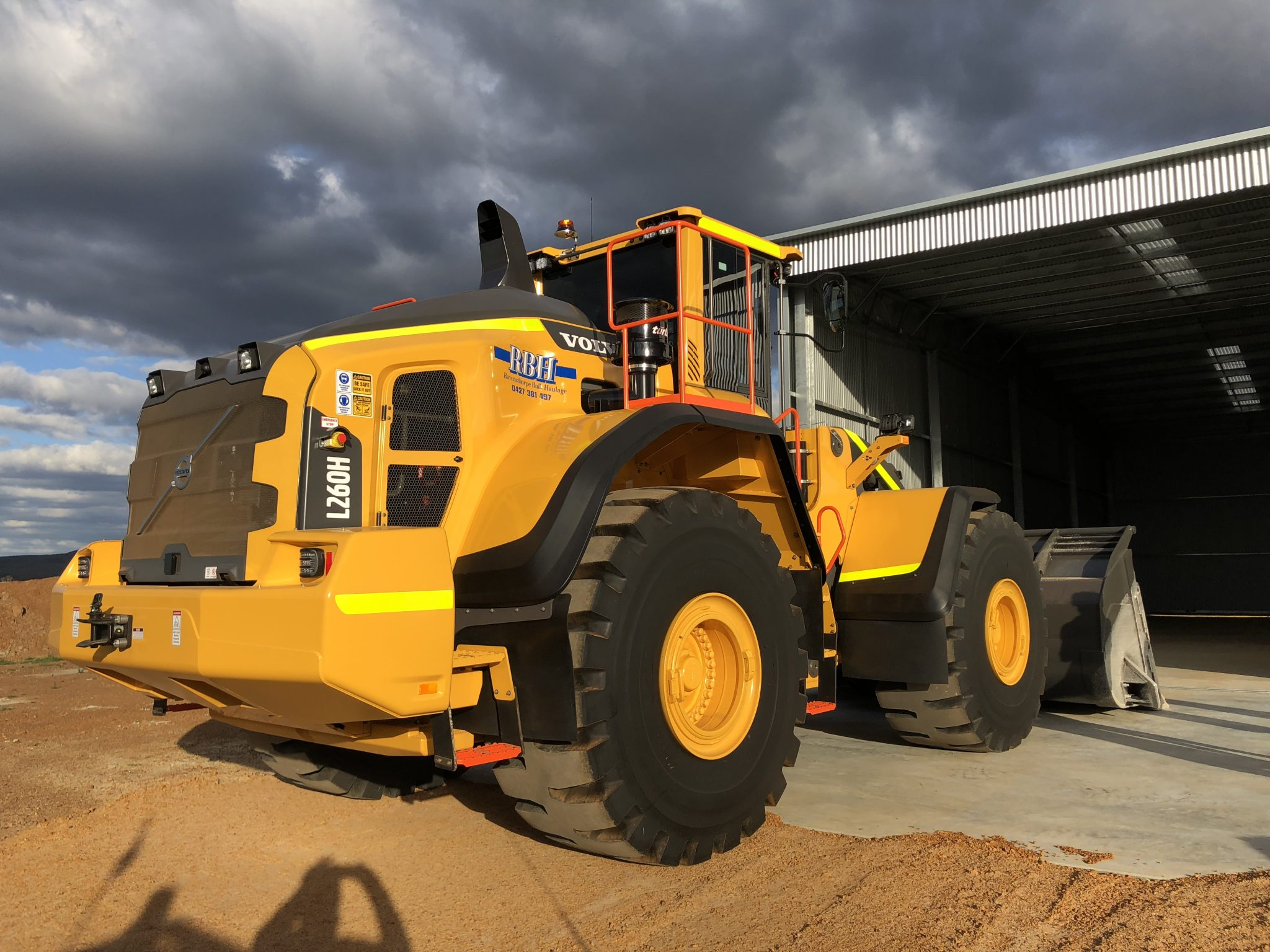 RBH meets growing lithium demand with powerful Volvo L260H 8