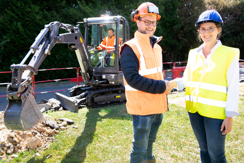 First Volvo Electric Compact Excavator Arrives At Customer ...