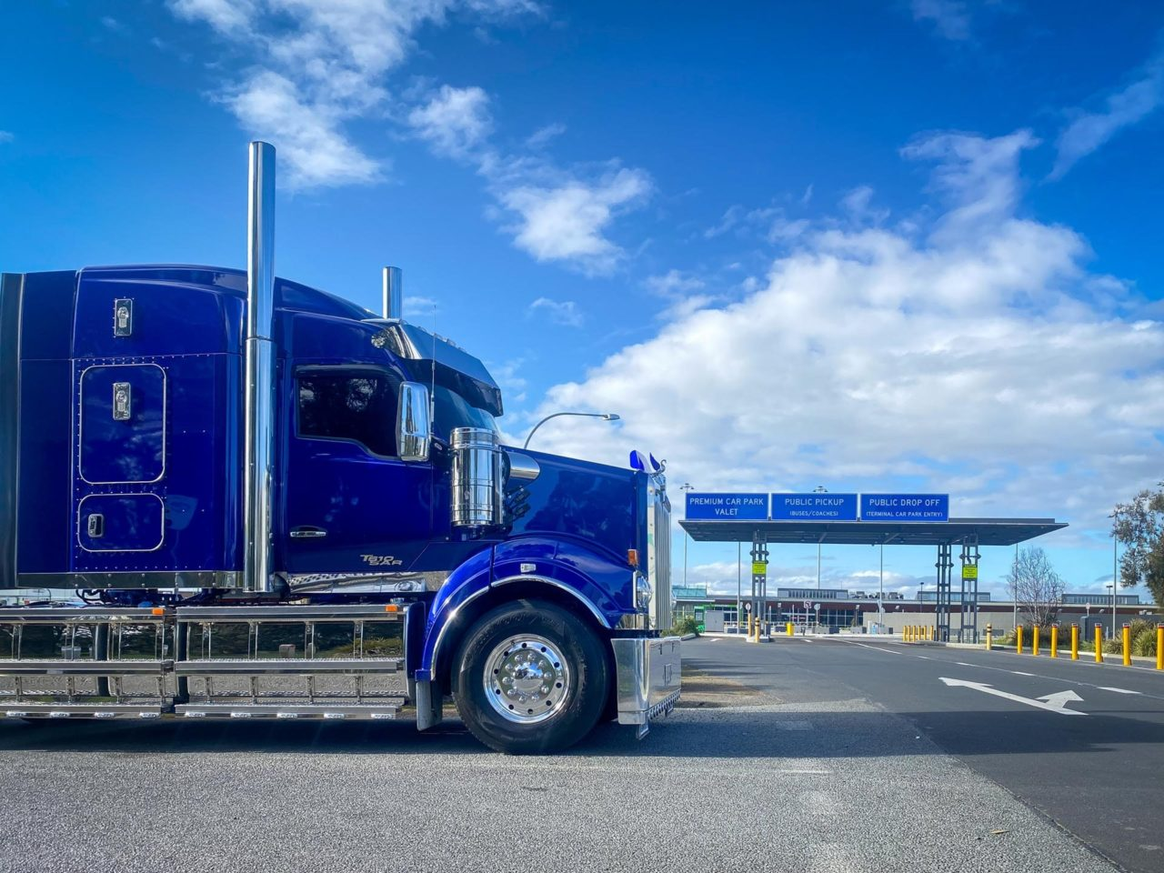 Kenworth T610SAR makes life a little easier out on the road. 5