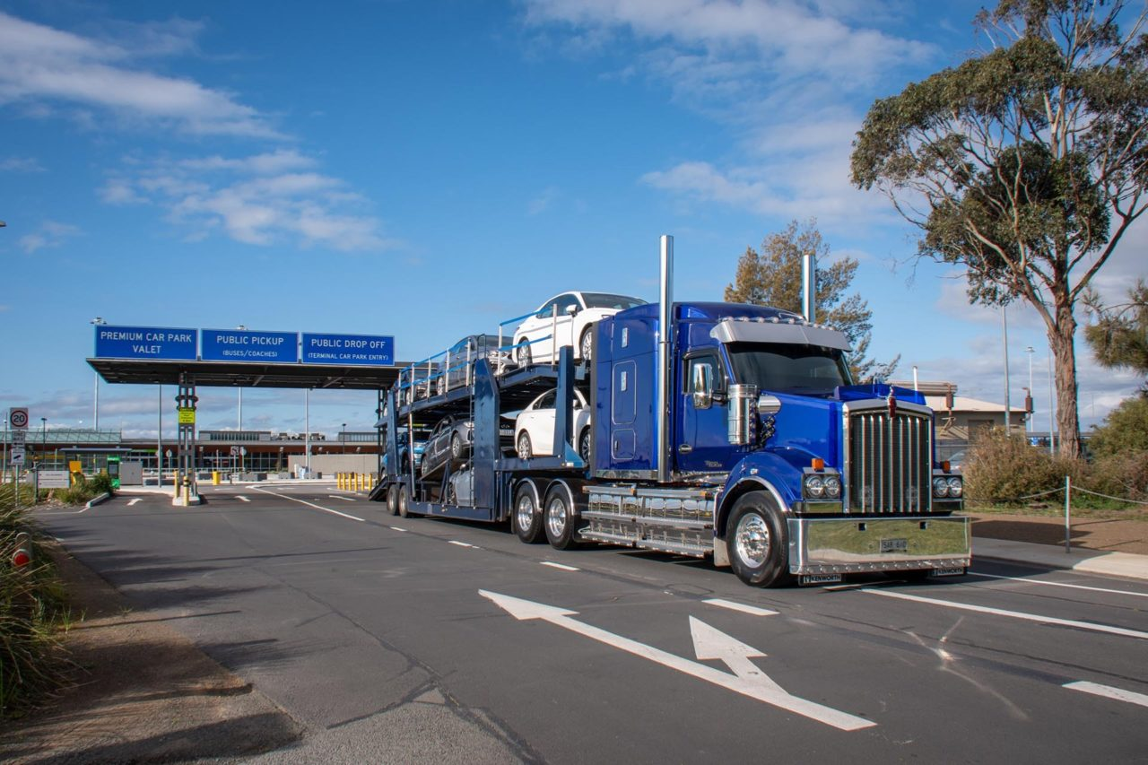 Kenworth T610SAR makes life a little easier out on the road. 18
