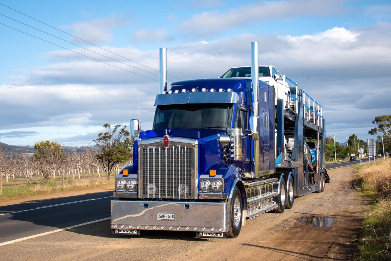Kenworth T610SAR makes life a little easier out on the road. 4