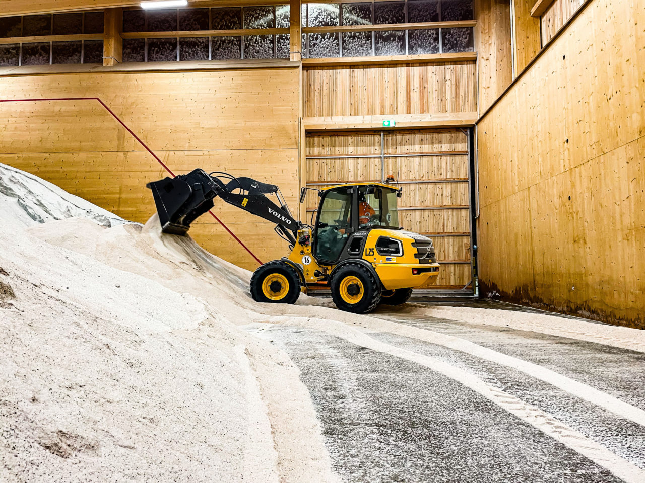 Volvo L25 Electric - Volvo's First Electric Compact Wheel Loader 2